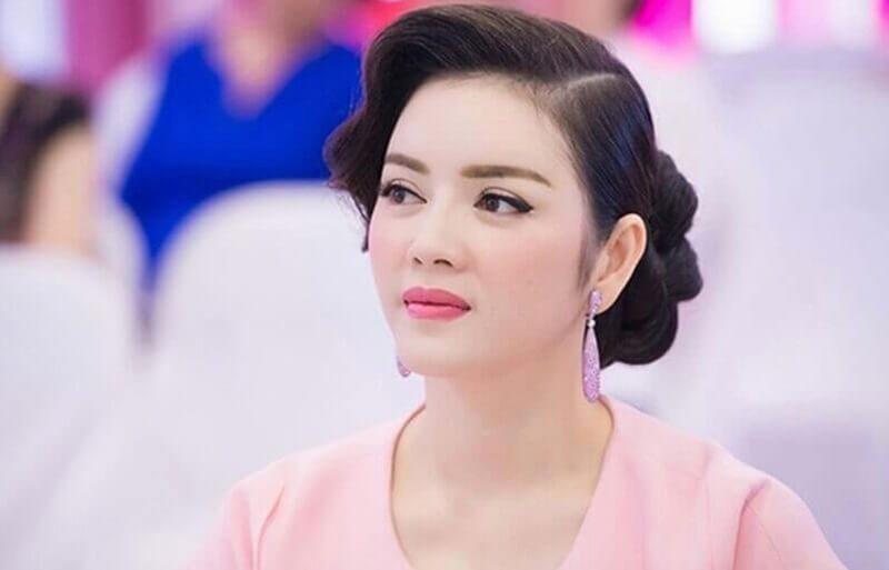 Đường lông mày ngang dài so với mắt khiến người đẹp thêm cuốn hút.
